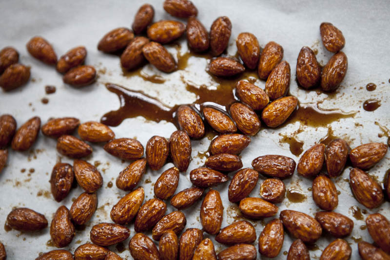 Pumpkin Pie Roasted Almonds | 12Healthy Pumpkin Recipes Perfect for Fall | Her Beauty