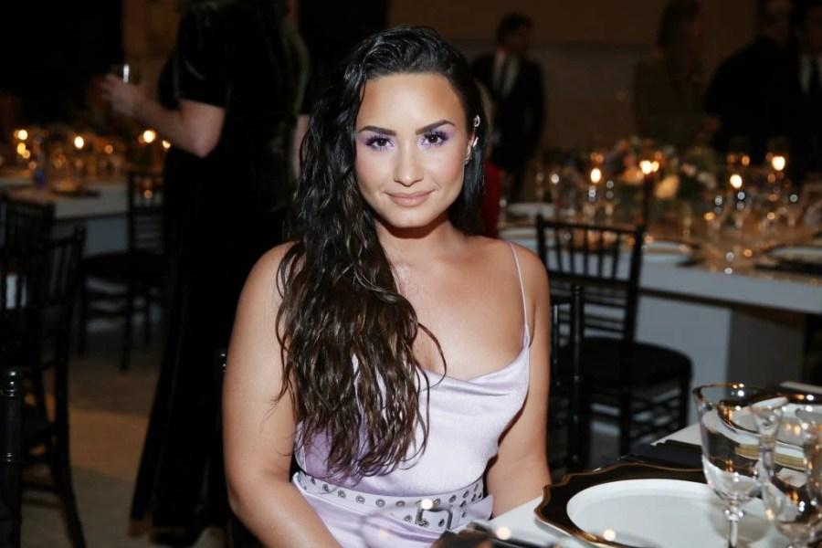 Demi Lovato | 7 celebridades que te ayudarán a amar tu cuerpo \ HerBeauty