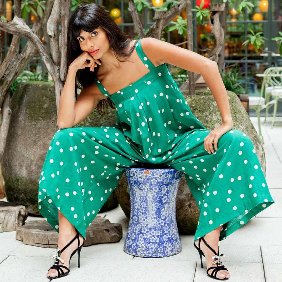 Jameela Jamil   7 celebridades que te ayudarán a amar tu cuerpo \ HerBeauty