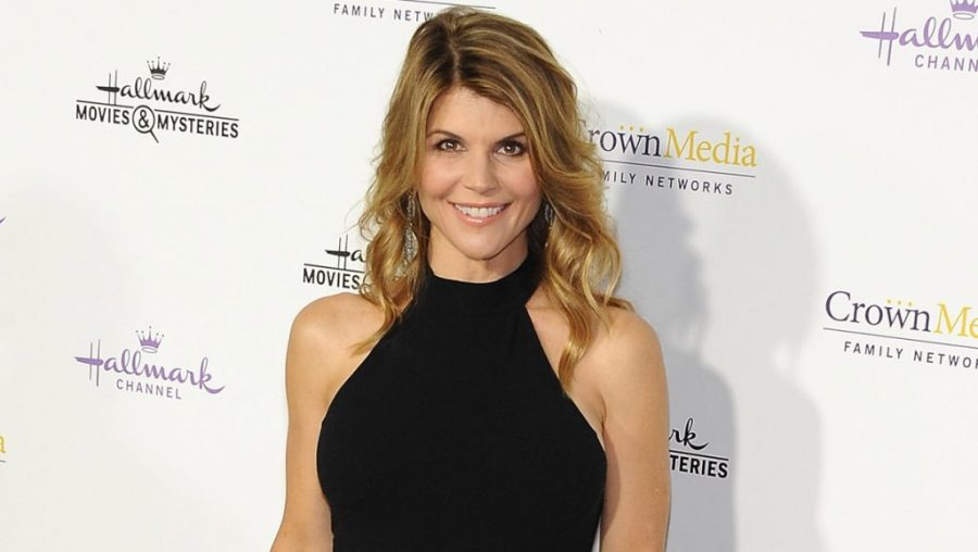 Lori Became A Model By Accident | 8 Lesser Known Facts About Lori Loughlin  | Her Beauty