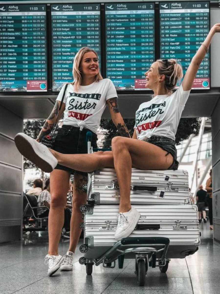 Too close for comfort | 7 Signs Traveling With Your Bestie Is Not the Best Idea | Her Beauty