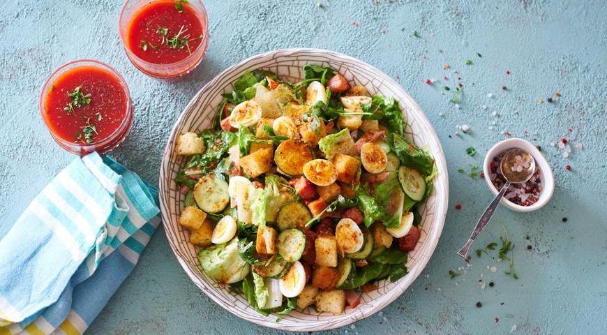 Салат из романо с беконом и перепелиными яйцами | 10 аппетитных блюд из яиц, которые вы приготовите за 10 минут | Brain Berries