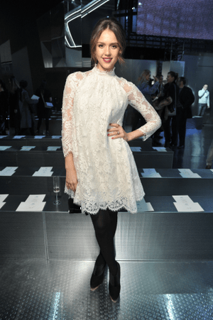 hm-fashion-show-jessica-alba-wearing-hm_low.png
