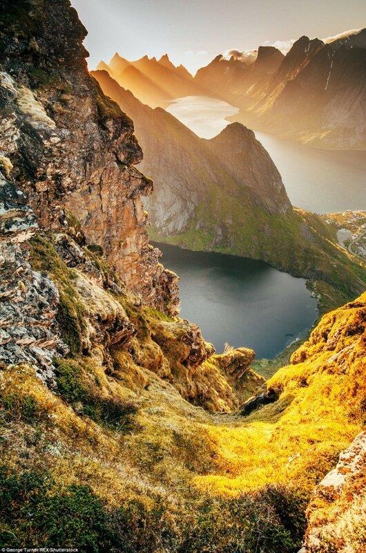 Горное озеро на Лофотенских островах.