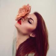 К чему снится красить лицо косметикой: значение сновидения в разных сонниках. К чему снится красить веки тенями