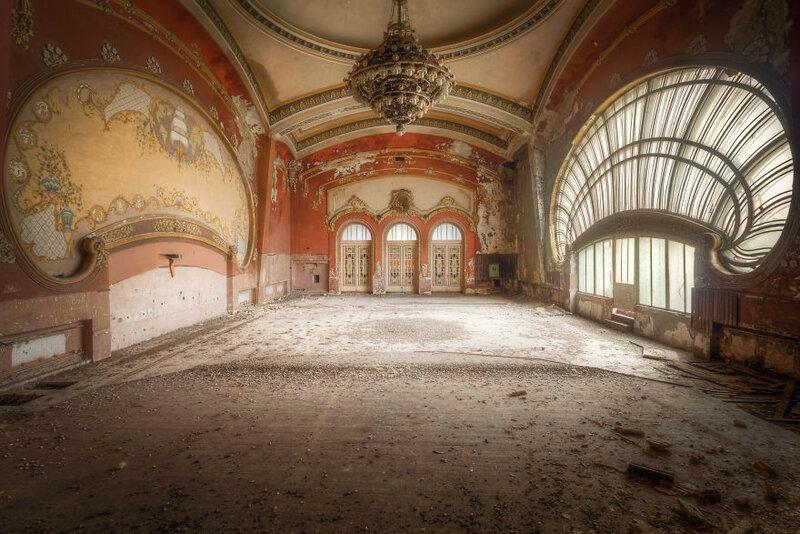 Зал театра с противоположного ракурса