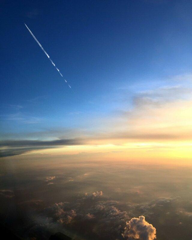 Самолет летит в противоположном направлении, вечерний рейс из Варшавы в Гамбург. Фото: Патрик Бялек, второй пилот Bombardier Q400, LOT Polish Airlines