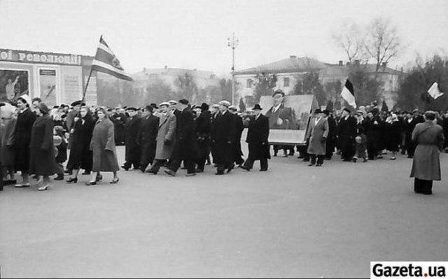 Україномовні міста: довоєнний Харків і совєтський Словянськ у фотографіях