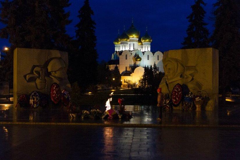 Вечный огонь и Успенский собор, Ярославль