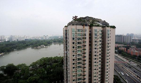 «Горная вилла» на крыше многоэтажного дома в Пекине
