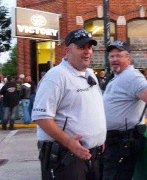 Эти толстые полицейские (фото)