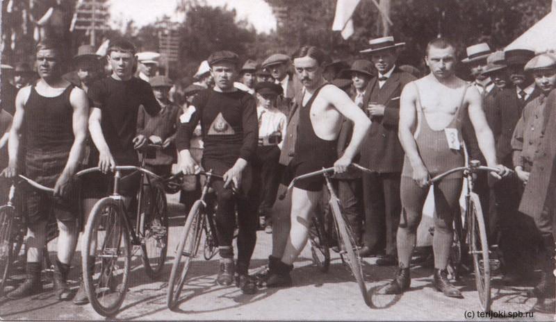 1913 Терийоки Велосипедисты на старте Никитин.jpg