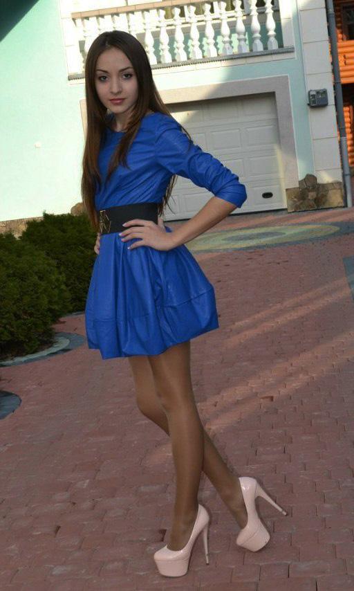 Фото девушки в нарядном платье возле фонтана - Лучшие фото ...