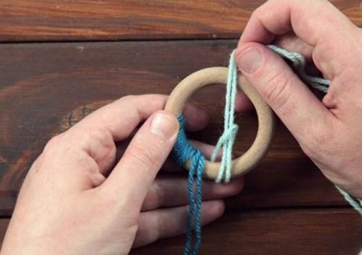 Красивые украшения на ёлку из колец, шерсти, ленточек