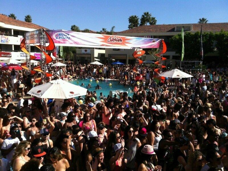 Самый большой в мире фестиваль лесбиянок в Калифорнии