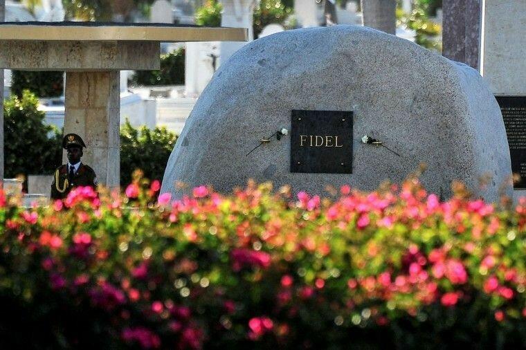 Кубинцы скорбят за умершим Фиделем Кастро