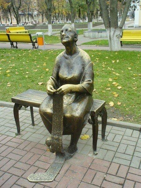 Памятник вязальщице, Белгород
