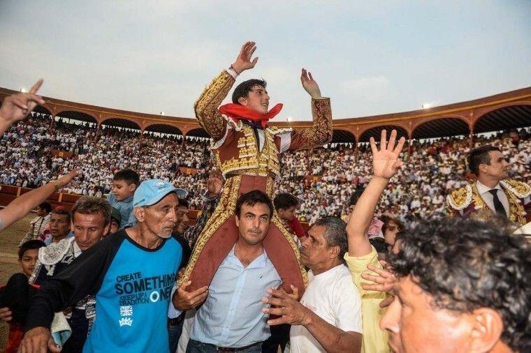 Господь Чудотворец, фотографии кровавой корриды в Перу