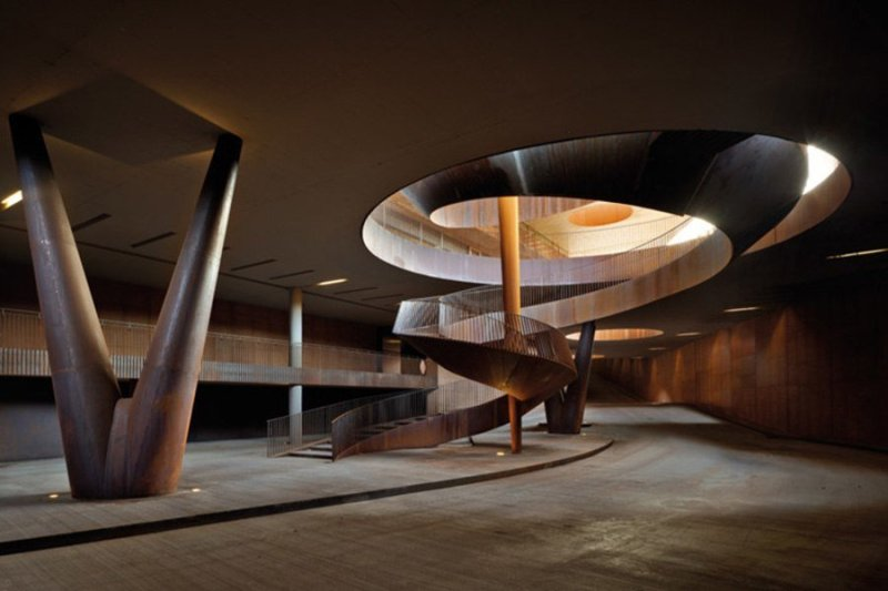 Винное хозяйство в чилийских Андах Винный завод в Андах стал последним шедевром гения от архитектуры