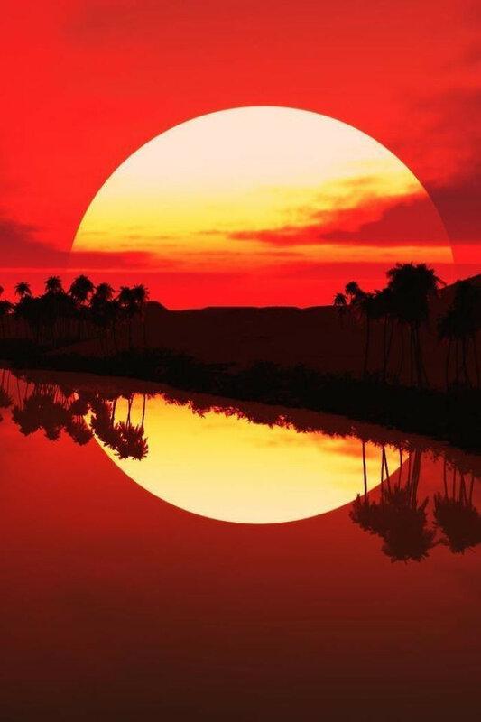 Закатное солнце с отражением выглядит как полный круг