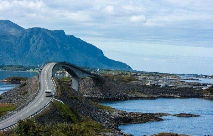 Пьяный мост на Атлантической дороге в Норвегии