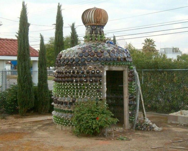 Бутылочный дом Владимира Сысы бутылки, дом