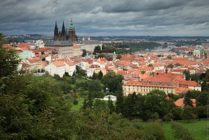 Вид на Прагу с холма
