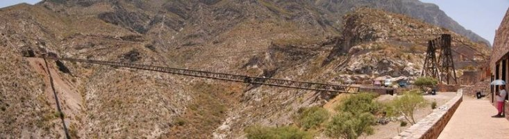 Мексика. Дуранго. Деревянный подвесной мост Охуэла. Длина — 318 метров. (G.E.A.M.)