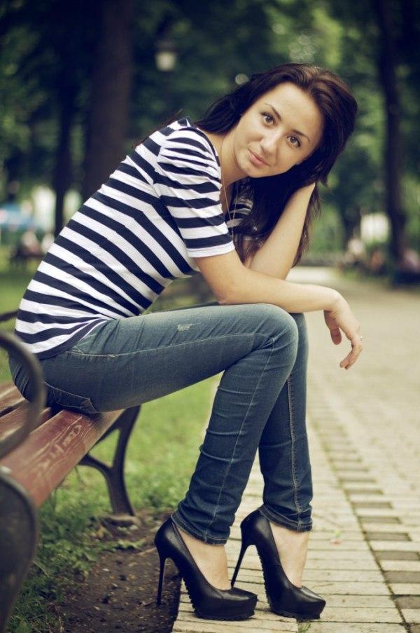 Фотки ухоженными волосами в джинсах на скамейке - Лучшие ...