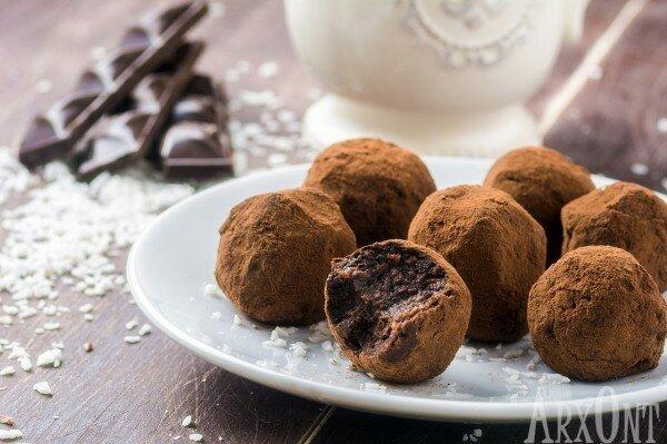 Шоколадные конфеты из фиников с кокосом