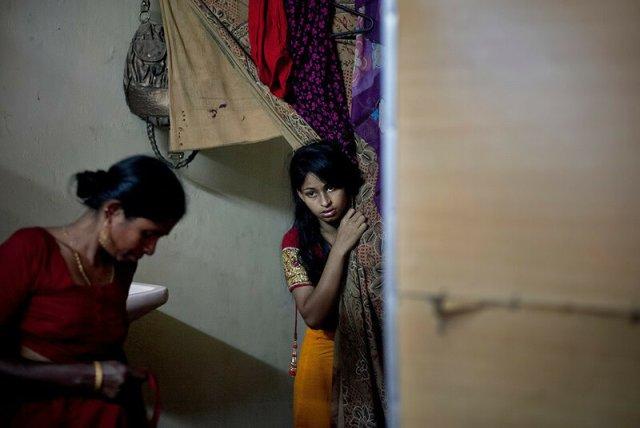 Девочки невесты: в Бангладеш выдают замуж в возрасте 10 15 лет