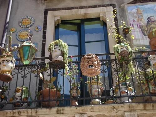 декор балкона горшечными растениями