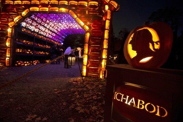 На выставке светильников в Нью Йорке использовали семь тысяч тыкв