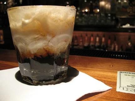 """К сожалению, всемирно любимый коктейль Белый Русский был придуман не в России. Напиток получил свое имя в честь белогвардейцев, которых за границей иногда называли """"White russians"""". Так что в данном случае, слово русский нужно воспринимать скорее как существительное, нежели как прилагательное."""