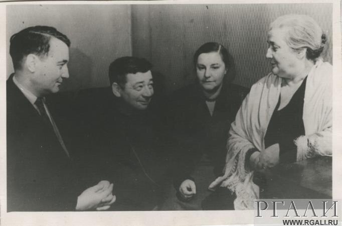 с Л.Н. Гумилевым, А.И. Гитовичем, В.Е. Ардовым и др.