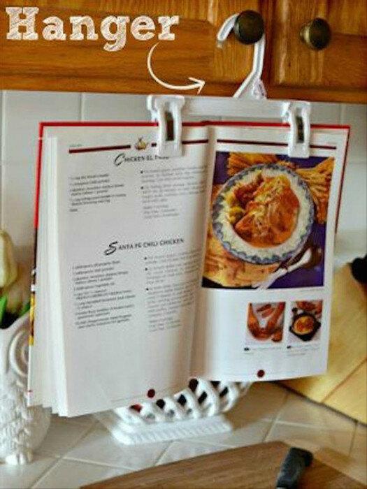 Держатель для книги из вешалки на случай, если все таки придется готовить еду.
