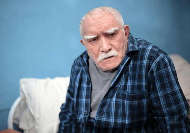 Армен Джигарханян попал в больницу