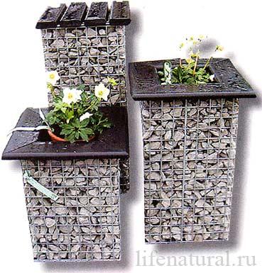 как украсить двор клумбы своими руками