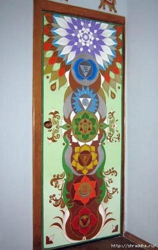 дверь роспись акрилом чакры декор своими руками
