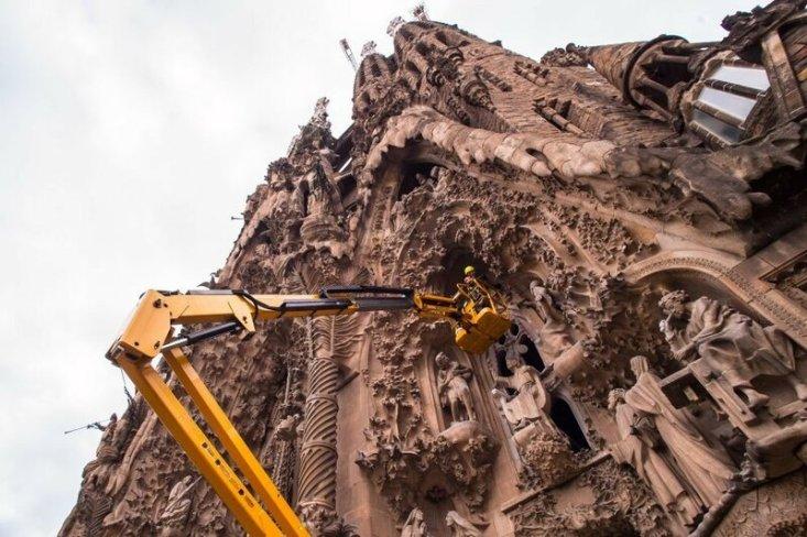 Фасад храма приобретает законченный вид. (Фото: GETTY IMAGES/David Ramos).