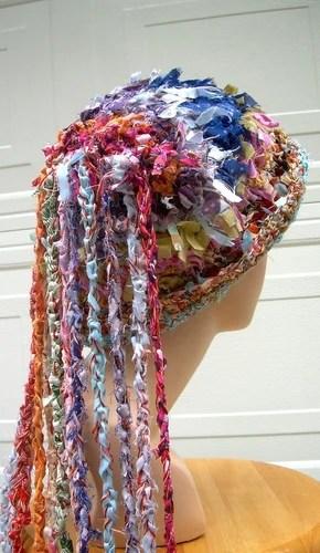 креативные шапки крючком из ткани