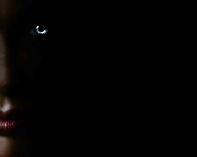 А вокруг темным темно. Обои с черным фоном (111 фото)