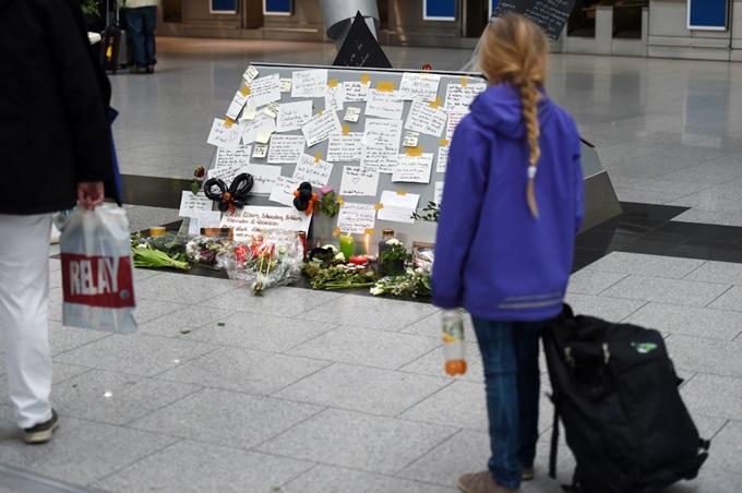 Родственники погибших при крушении Airbus A320 и поисково спасательные работы в Альпах