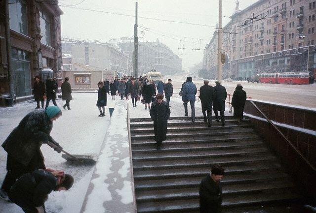 Pedestrians by Gorky Street Underpass