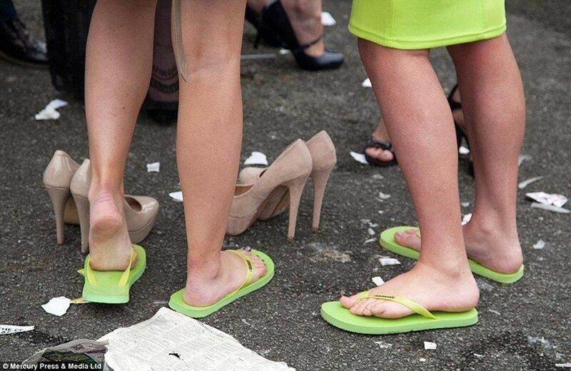 Пьяненькие женщины на дне моды на скачках Эйнтри (500+ фото)