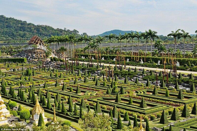 Тропический парк Нонг Нуч в Таиланде. Фруктовый сад Нонг Нуч был преобразован в ботанический сад в 1980 году. Парк состоит из множества небольших садов, напоминающих знаменитые сады из разных уголков мира.