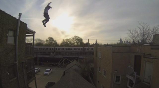 Видео фантастических прыжков с крыши на крышу