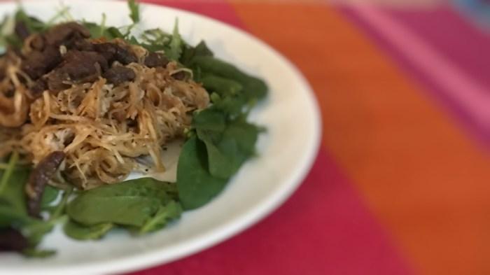 Горячий салат из редьки с мясом