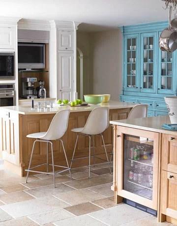 бежево-голубая кухня