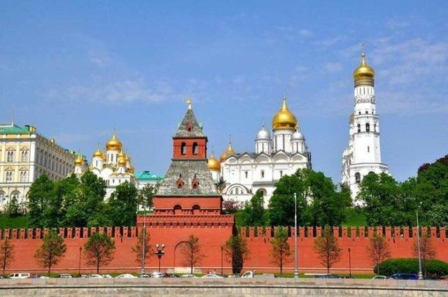 Какая башня Кремля является главной на самом деле?